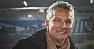 Baggio e la sciarpa della Fiorentina raccolta .
